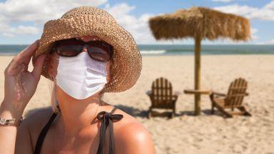 В Испания носенето на маски става задължително дори на плажа и в басейните