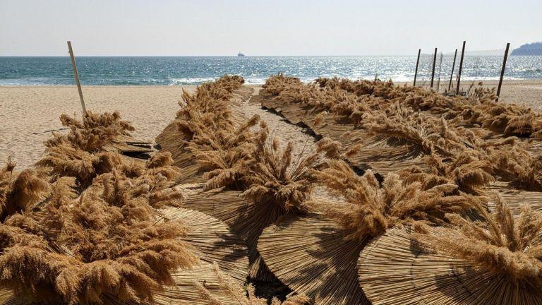 Дни преди началото на летния туристически сезон някои от плажовете
