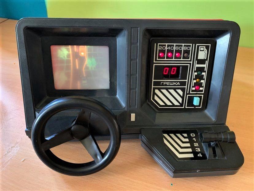 Конзолата е своеобразен шофьорски симулатор за деца