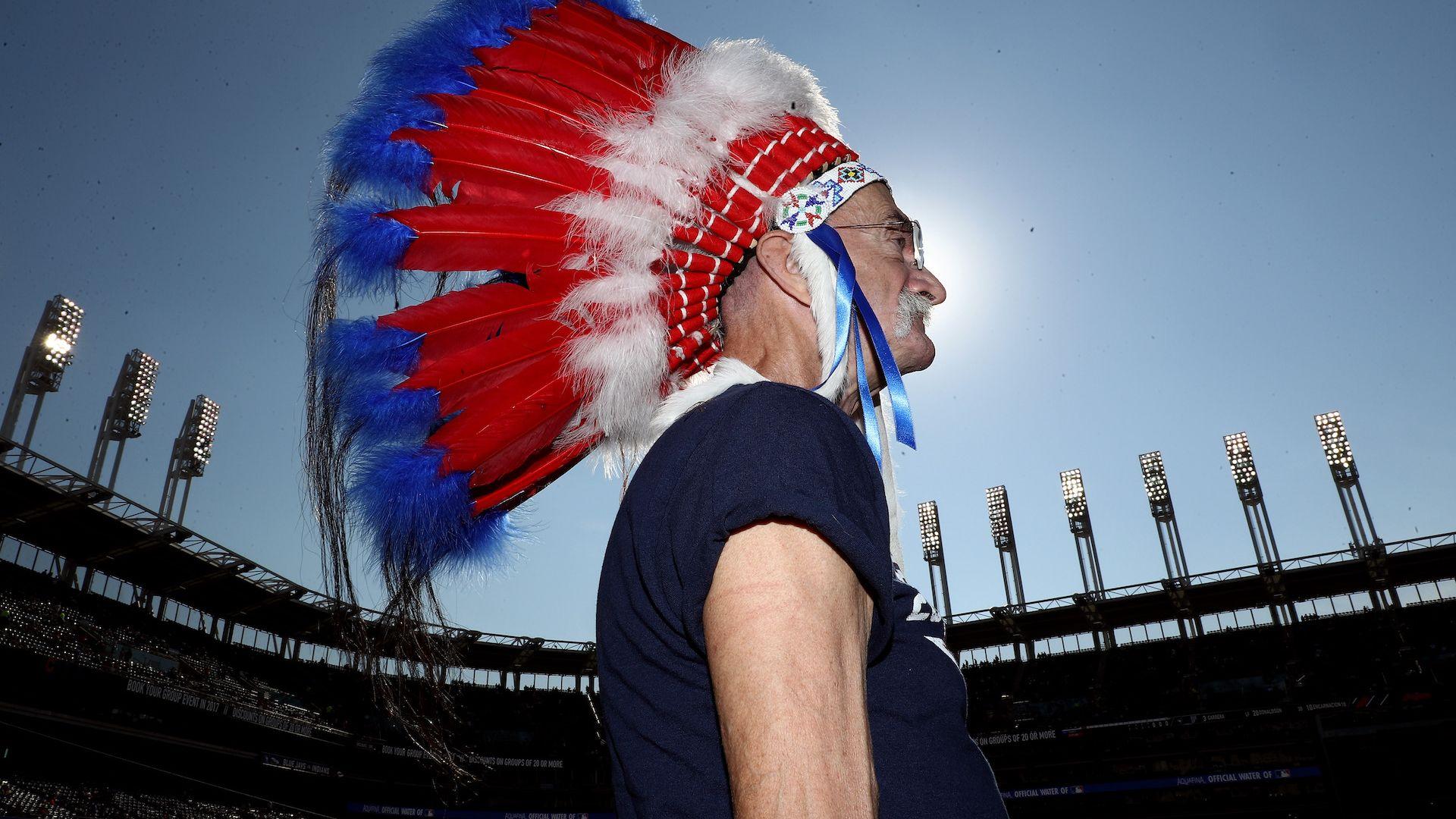 """""""Индианците"""" от Кливланд забраниха на феновете си индиански символи"""