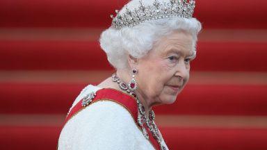 Елизабет Втора се върна към кралските си задължения след смъртта на принц Филип