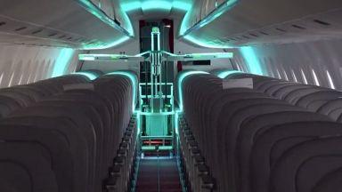 Роботи унищожават вируси на борда на самолети с ултравиолетова светлина