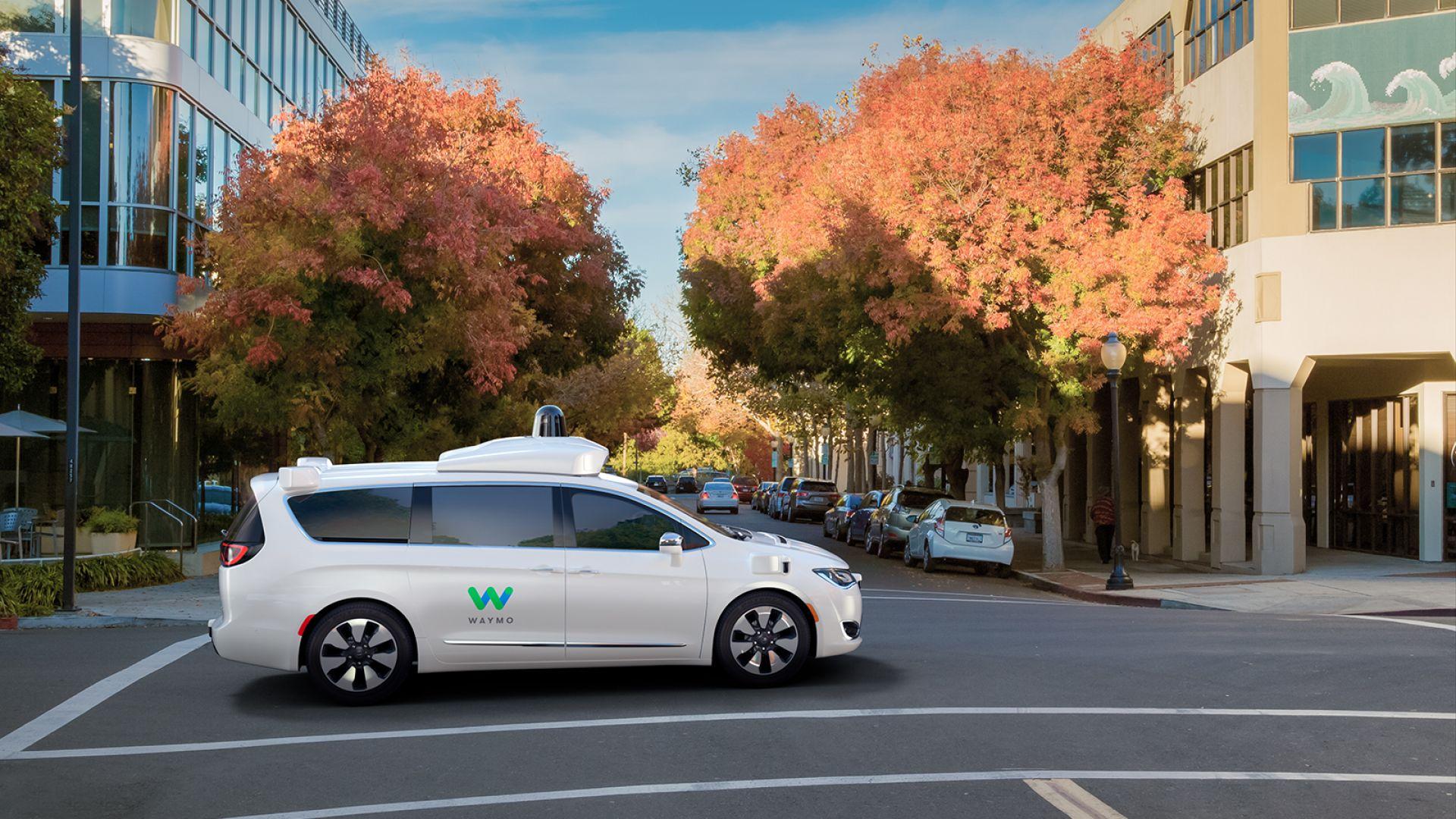 Хора замерят с яйца автономните коли на Google