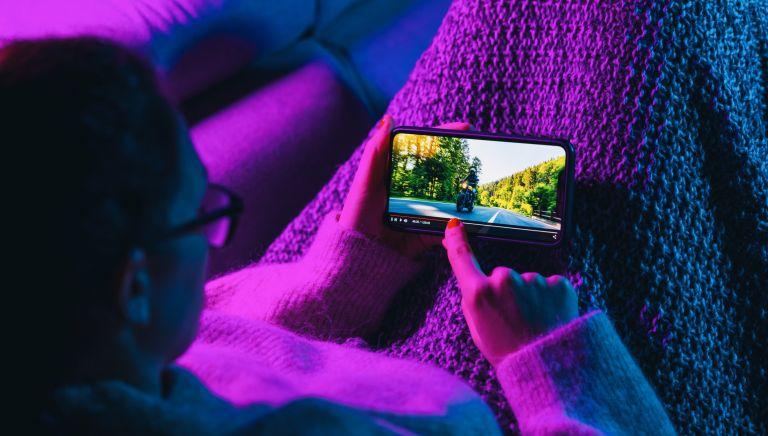 Ако искате да се наслаждавате на филми от телефона ви трябва бърз и неограничен интернет