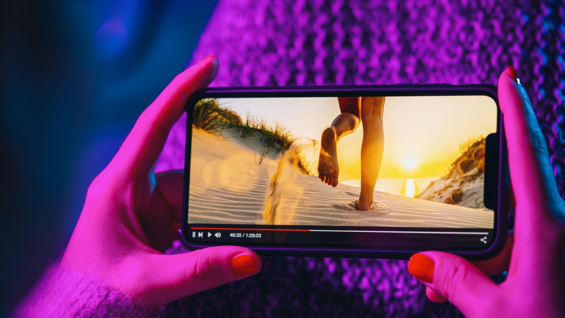 Днес повечето телефони са с големи и качествени дисплеи
