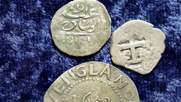Монети, изкопани от градина в Роуд Айлънд и на други