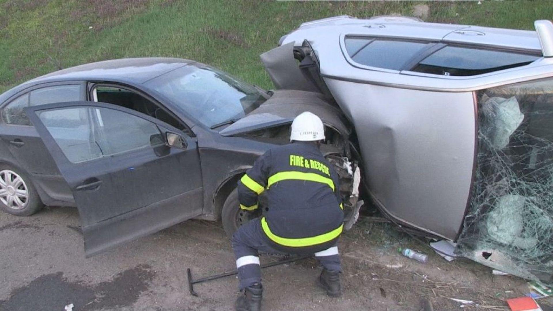 Двама пияни шофьори предизвикаха тежка катастрофа