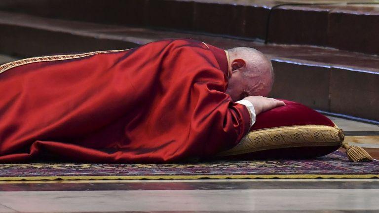 Заради пандемията папа Франциск предстоятелства за втори път традиционния кръстен
