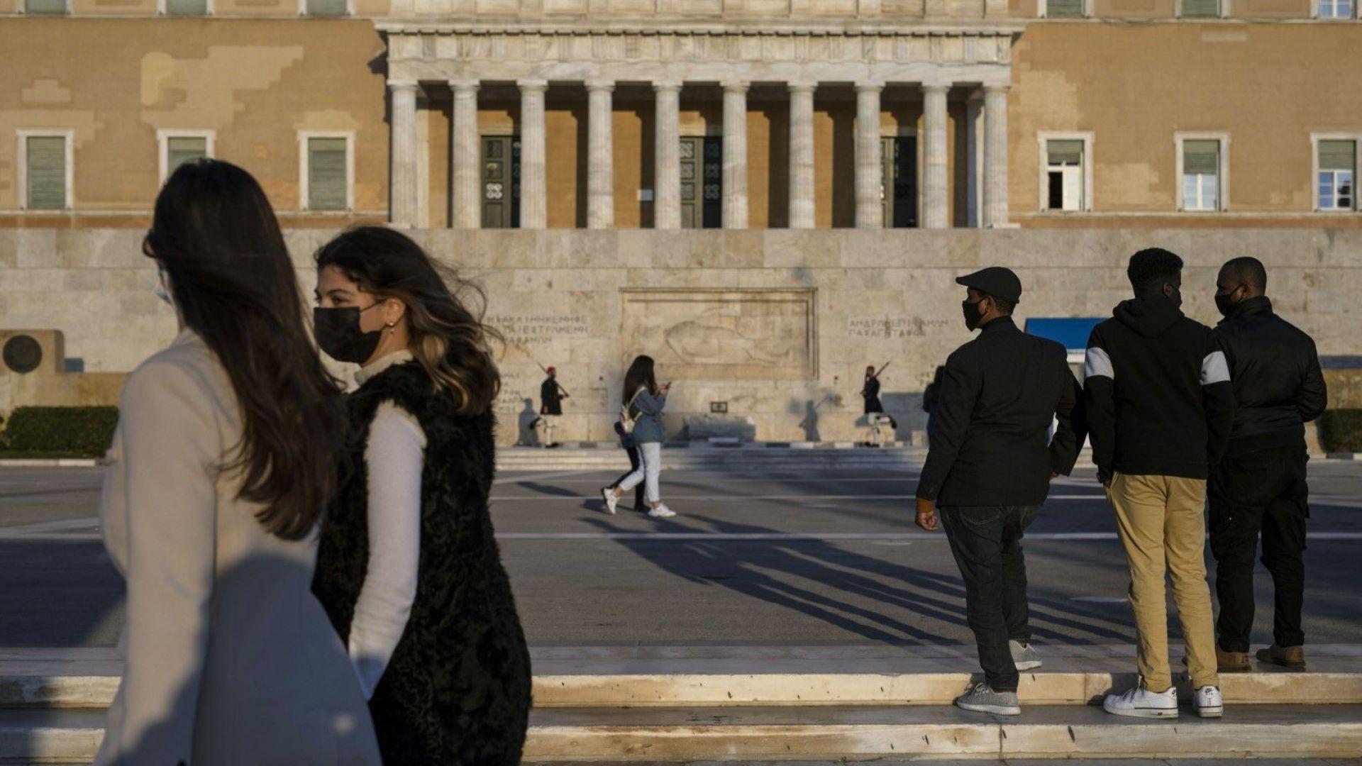От 3 май в Гърция  отварят заведенията на открито