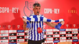 """Лудостта на купата: Баски треньор стана фен, пя и плака пред медиите след """"най-великия ден"""""""