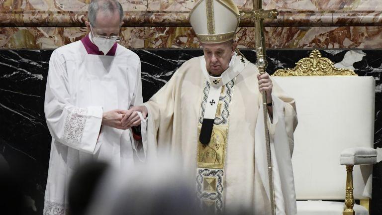 Във великденското си послание шапа Франциск призова да се ускори