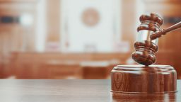 """Признаха за виновни 7 митничари от """"Лесово"""" за взимане на подкуп, наложиха им само глоба"""