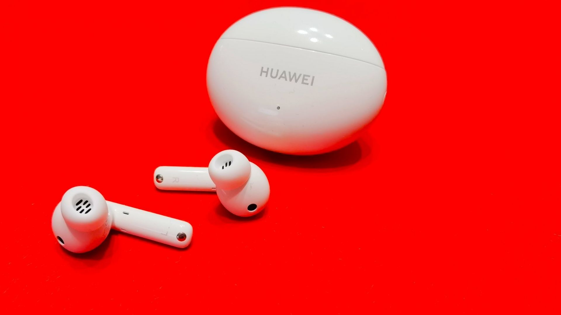 Всичко, което знаем за новите слушалки на Huawei