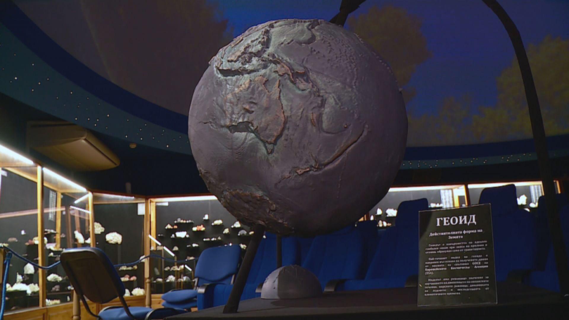 Модел на Земята за незрящи в природонаучния музей в Пловдив