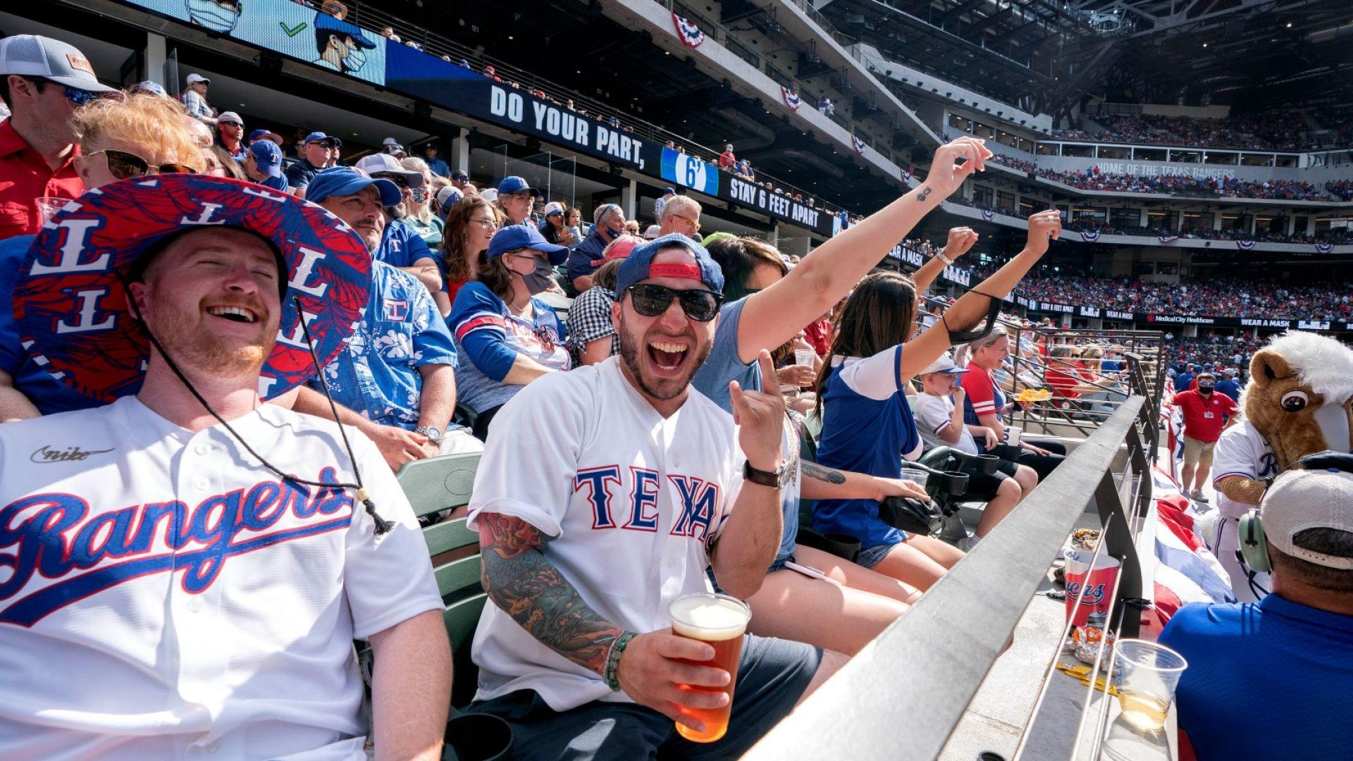 Завръщане към нормалност - бейзболен мач събра най-голямата публика в САЩ от 14 месеца