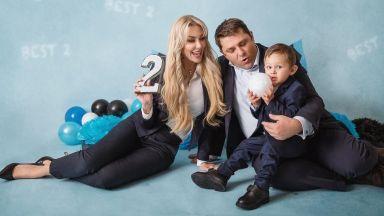 Антония Петрова отбеляза рождения ден на сина си с тематична фотосесия