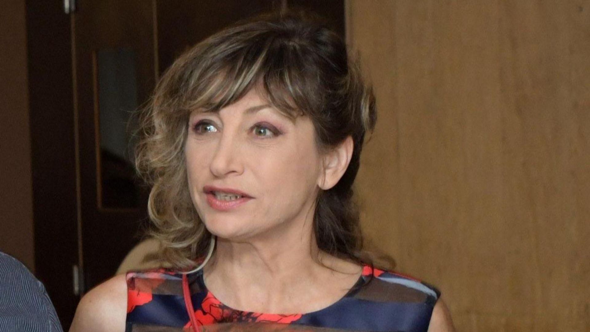 Мира Радева пред Dir.bg: Ситуацията е капан отвсякъде, най-тежко е за Слави Трифонов