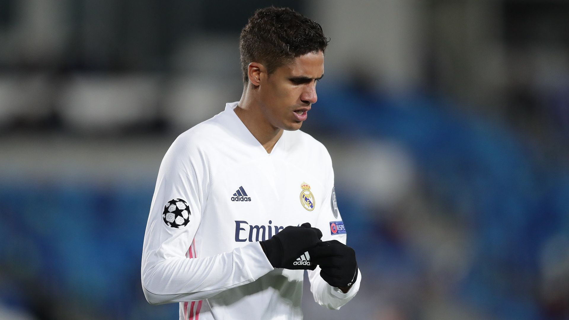 Юнайтед взе вратар от Висшата лига и преговаря с Реал за 50-милионен бранител