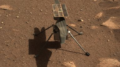 """Хеликоптерът """"Инджинюъти"""" направи първата си снимка на Марс"""