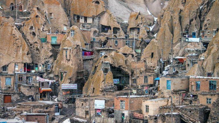 Живот в скалите: в иранското село Кандован има къщи на 700 години (снимки)