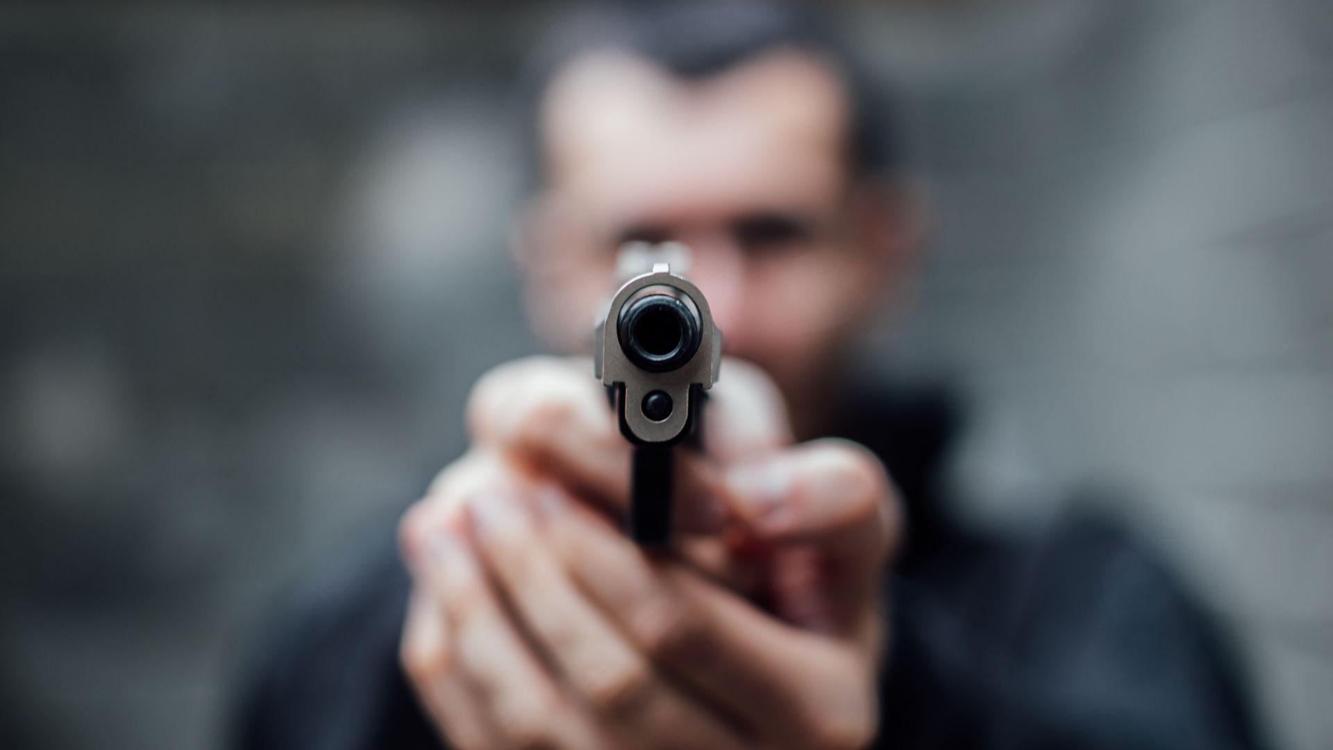 Разкриха за часове въоръжен грабеж в магазин в Елин Пелин
