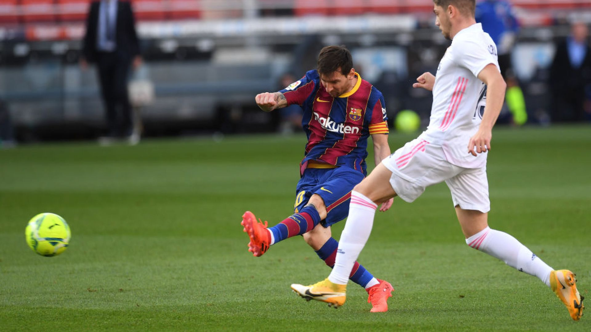 Реал срещу Барса е шоуто на футболния уикенд
