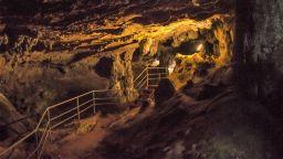 Пещера Ухловица: подземният дворец на Родопите