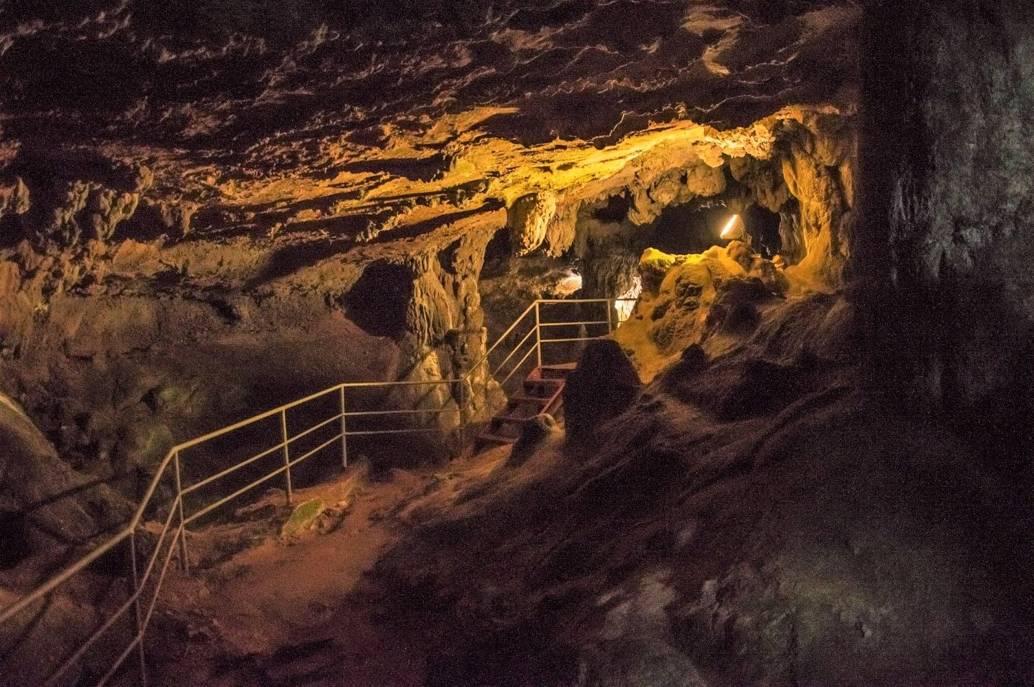 Пещера Ухловица е приказен подземен дворец