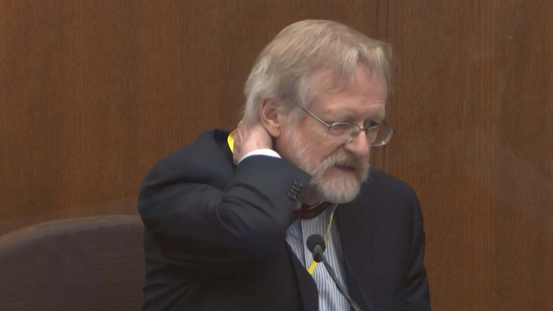 Д-р Мартин Тобин дава свидетелски показания. Снимката е направена от видео