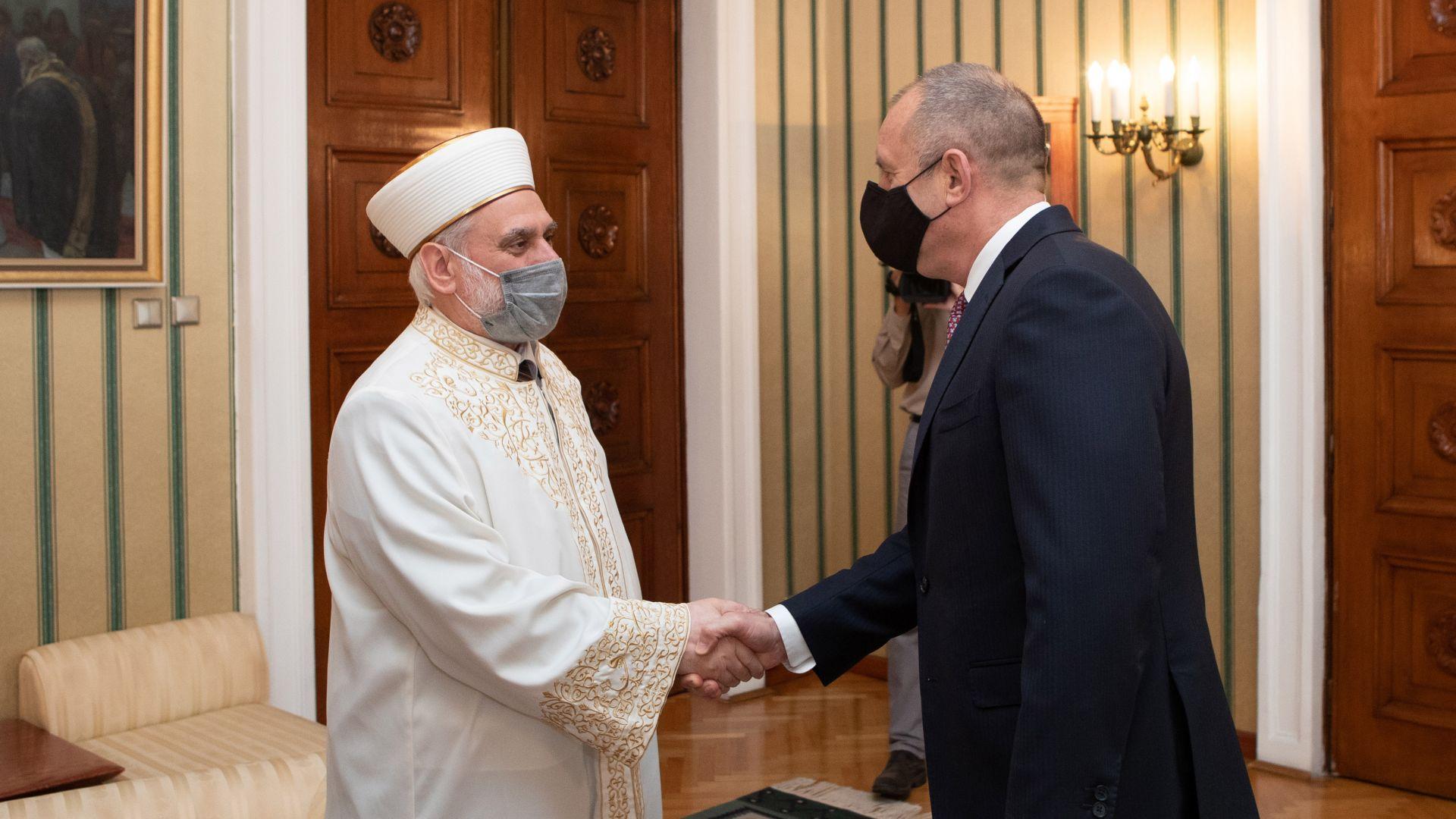 Радев обсъди с главния мюфтия поддръжката на мюсюлманските храмове у нас