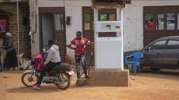 Мега проект за тръбопровод дава шанс на угандийското черно злато