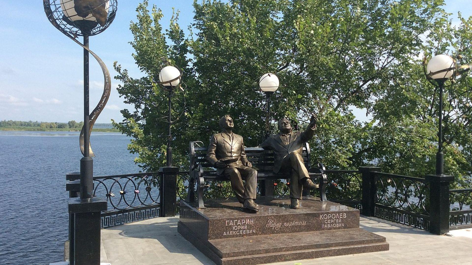 Паметник на Юрий Гагарин и Сергей Корольов