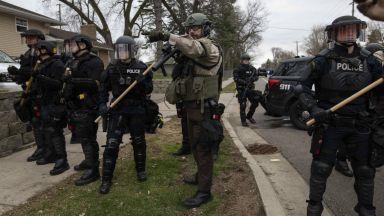Обвиниха в непредумишлено убийство полицайката, простреляла чернокож в Минеаполис
