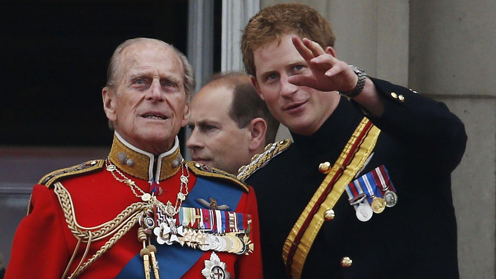 Принц Хари се върна във Великобритания за погребението на принц Филип без Меган