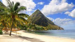 Карибски остров кани туристите да живеят като местни за 6 седмици