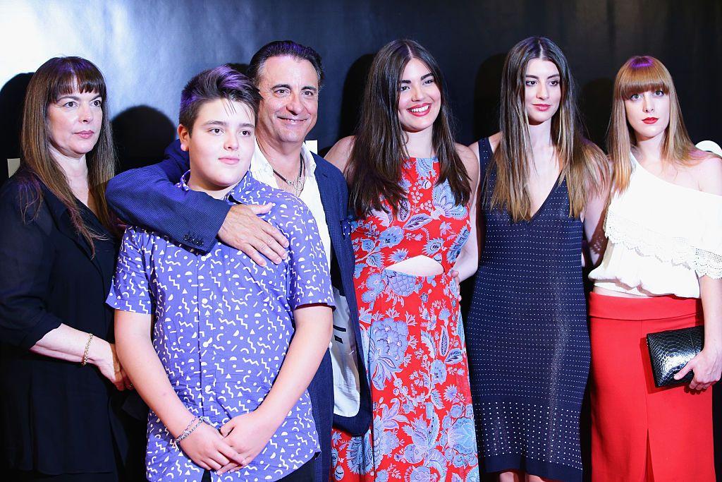 Анди Гарсия със семейството си