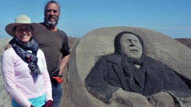 Баба Ванга изникна на пясъка в Бургас (снимки)