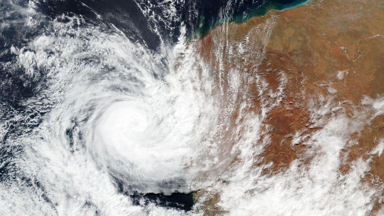 Разрушителен циклон нанесе щети на няколко градове по западното крайбрежие