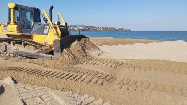 """Министър Николова разпореди проверка за разорани дюни на плаж """"Смокиня"""""""