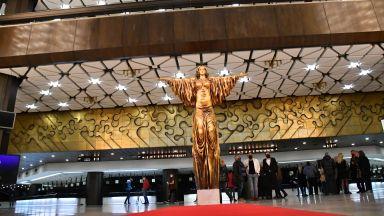 Президентът: В дворец, в който властва духовността, изкуството е свещенодействие, а творецът е на почит