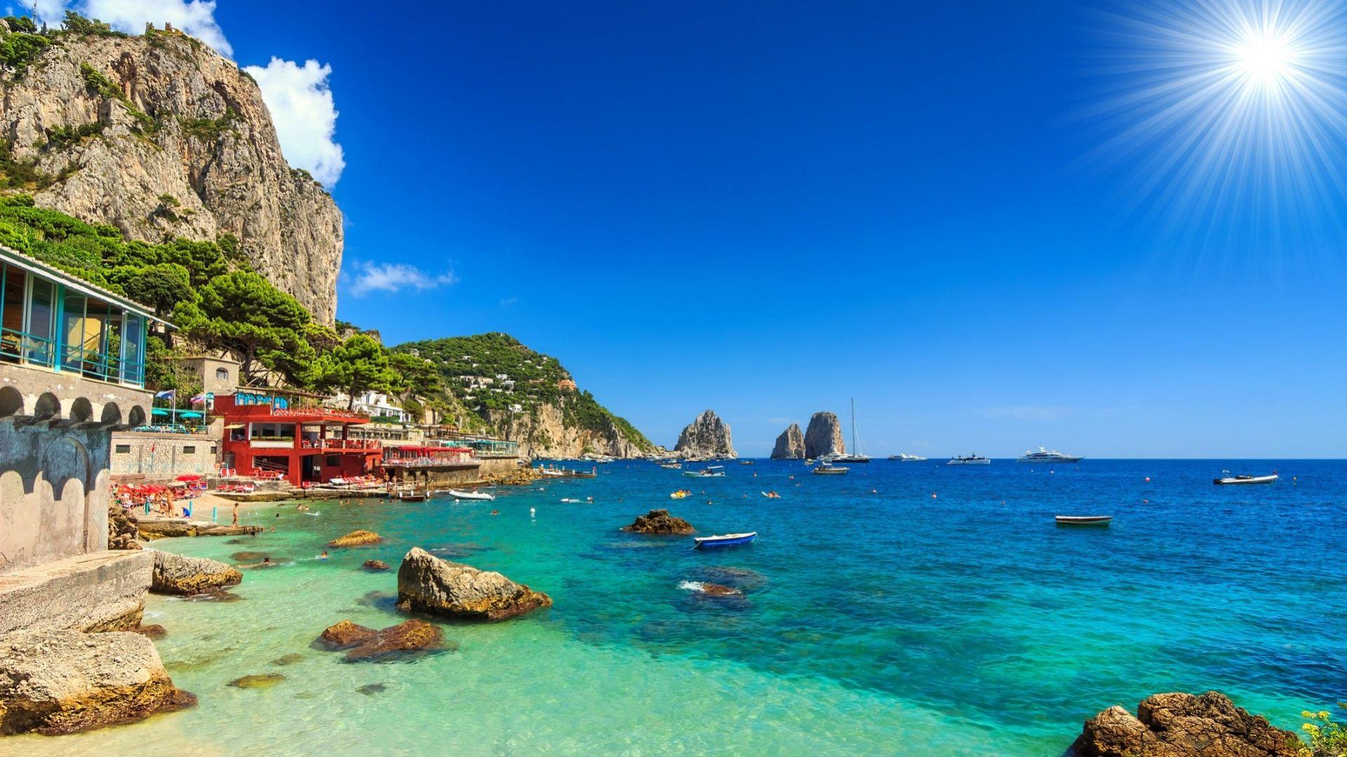 Италия имунизира цели острови, за да посреща туристи