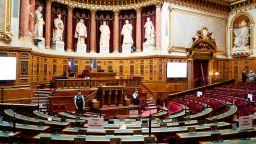 Френският Сенат прие оспорван законопроект в защита на светската държава
