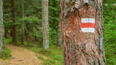 Соларни зарядни за телефон и двуезична маркировка: планините в България вдигат нивото