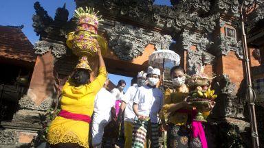 Празникът Галинган в Бали отбелязва победата на доброто над злото (снимки)