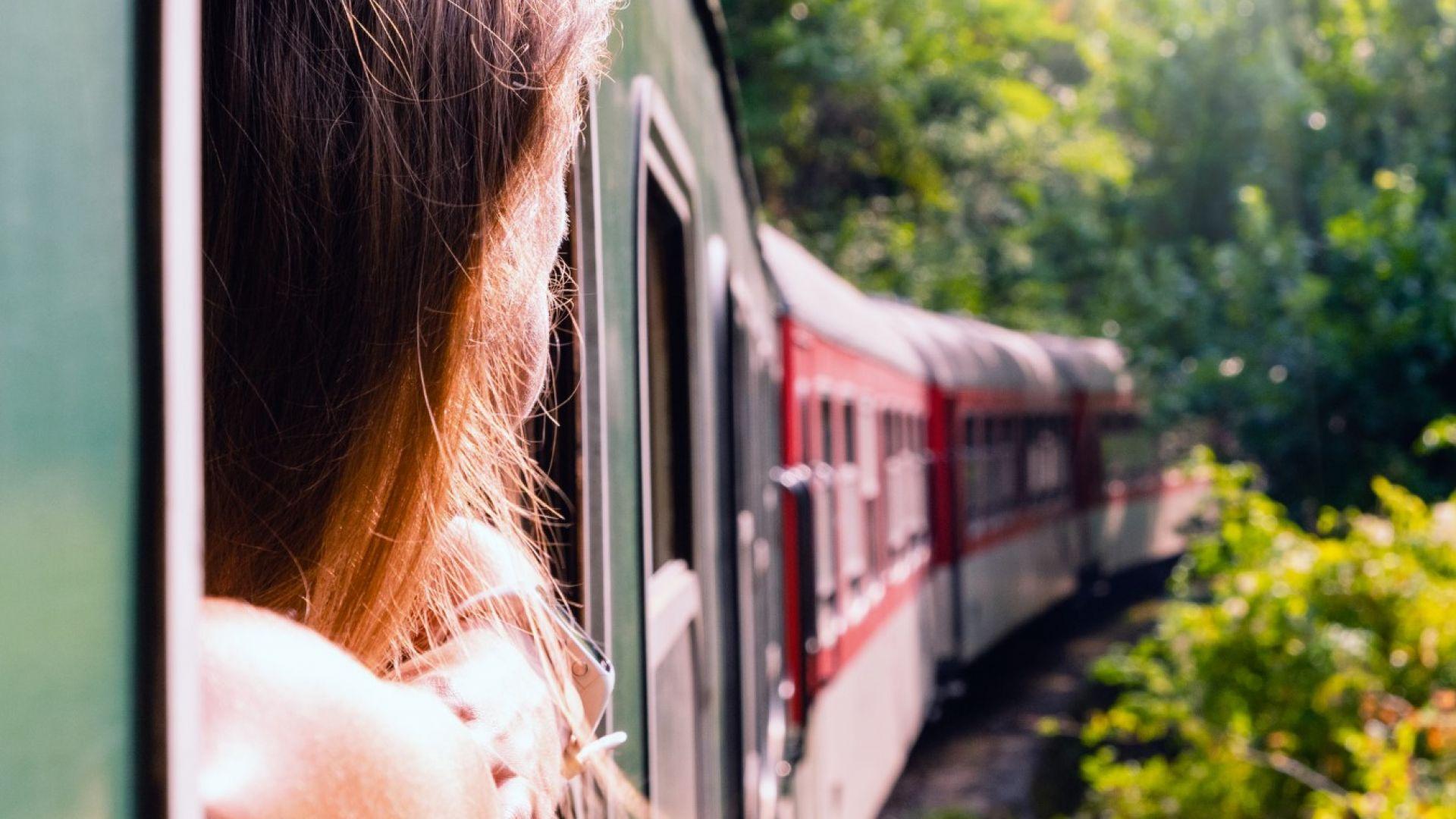 Грешка на ръководителя движение вкарала двата влака в един коловоз на гара Карлово
