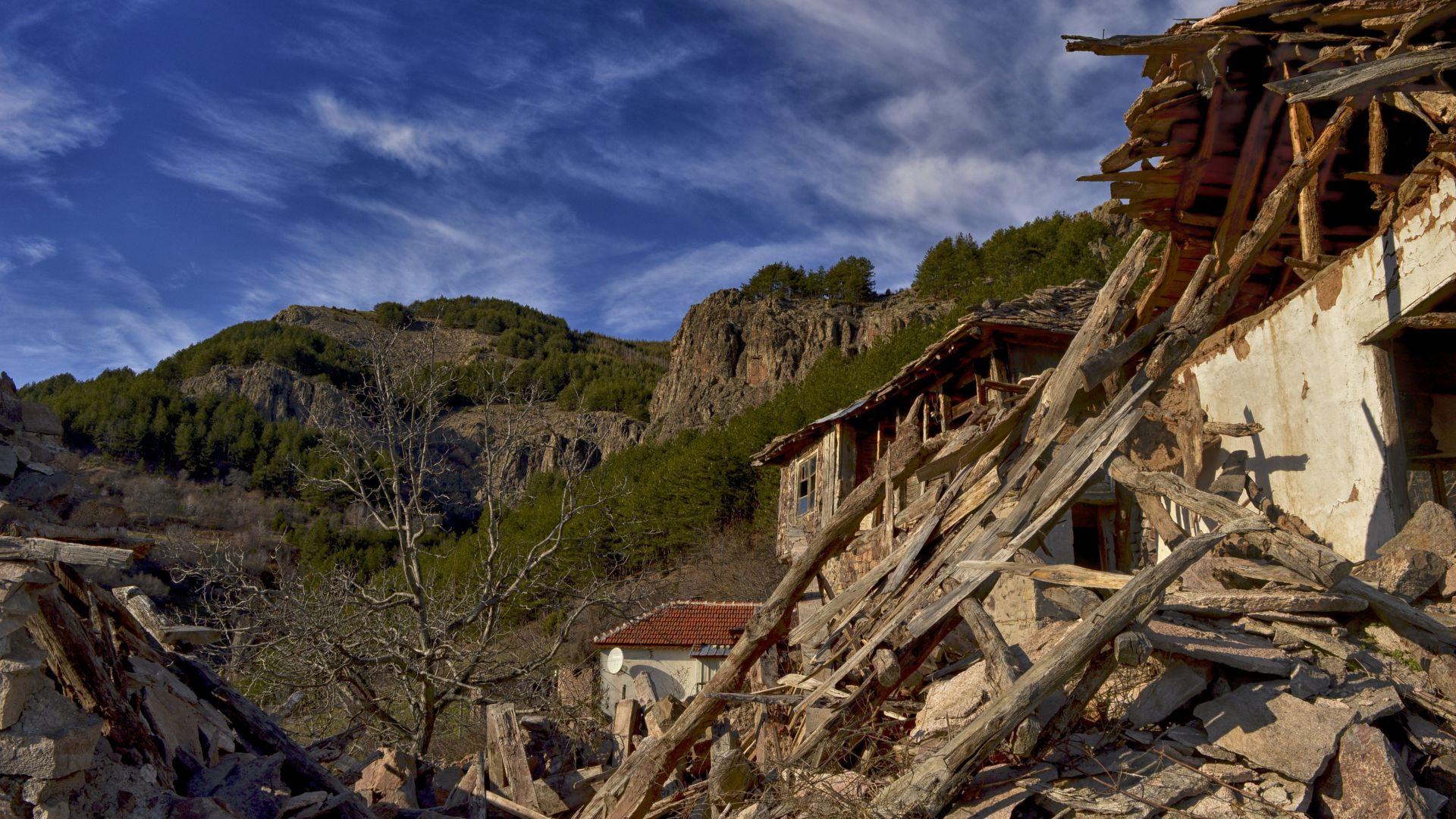 Намиращото се на 900 метра надморрска височина село Безводно е доста обезлюдено