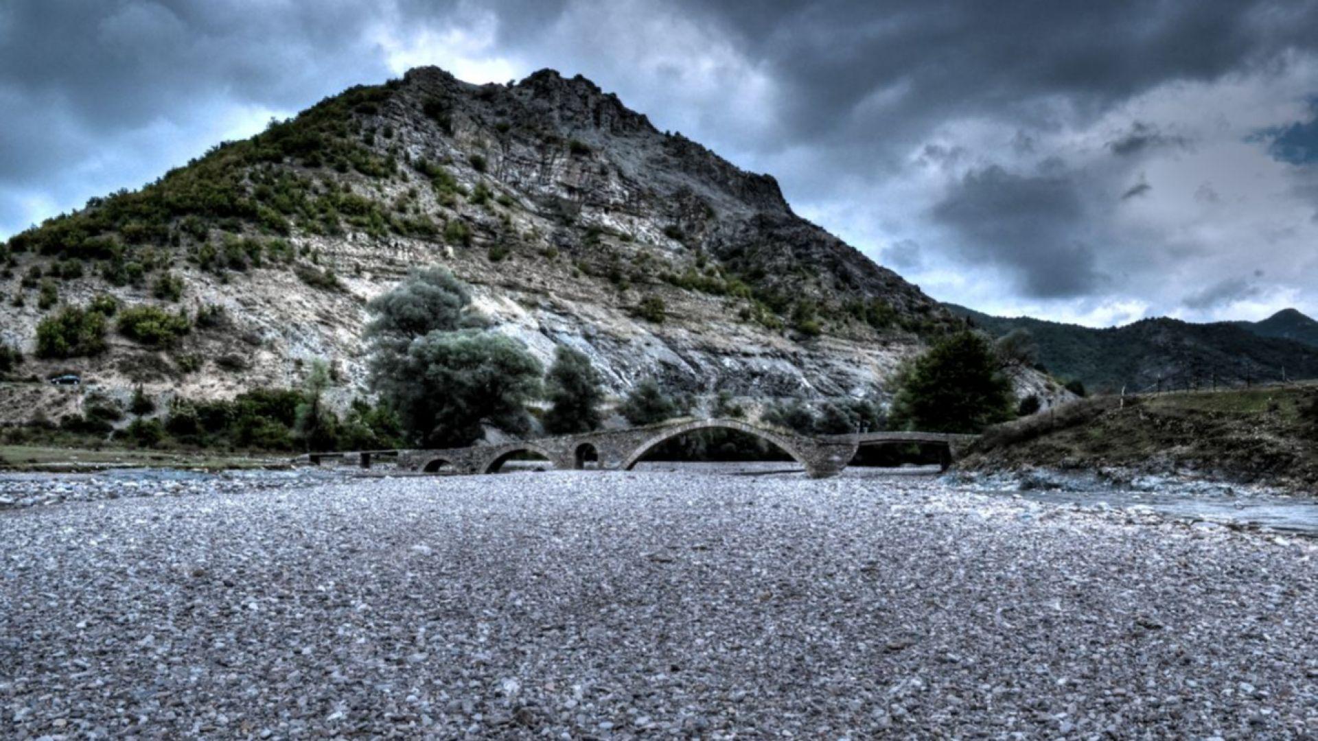 Средновековният мост над река Боровица