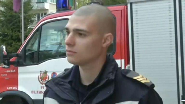 Млад пожарникар намери 200 лева на улицата и ги върна
