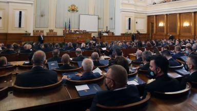 Следете На живо в Dir.bg: 45-ият парламент с първо заседание (видео)
