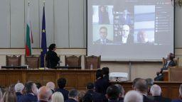 Слави Трифонов се закле като депутат онлайн